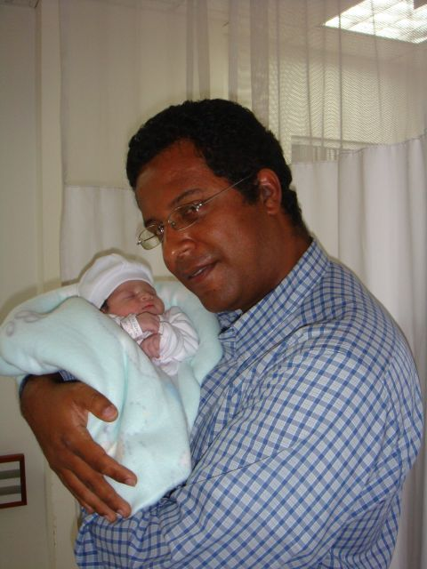 Ana María Thompson Baquero's frist picture with her daddy